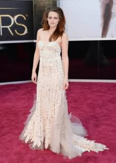 oscars-2013-kristen-stewart-red-carpet